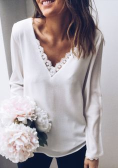Blouse Lucy blanche Source by blouses fashion Blouse Neck Designs, Blouse Styles, Chic Outfits, Fashion Outfits, Neutral Outfit, Blouse And Skirt, Couture Tops, Boho Tops, Women's Summer Fashion