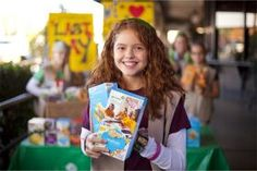 Kristen Drain - Songs to Sing at our Cookie Booth! Daisy Girl Scouts, Girl Scout Troop, Brownie Girl Scouts, Boy Scouts, Selling Girl Scout Cookies, Girl Scout Cookie Sales, Girl Scout Songs, Girl Scout Crafts, Gs Cookies