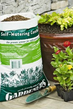 Self-Watering Container Mix, 20 Qts.  //      Lightweight mix wicks water from the reservoir to the root system. Helps prevent waterlogged soil. Specially formulated for self-watering containers; also great for standard planters.