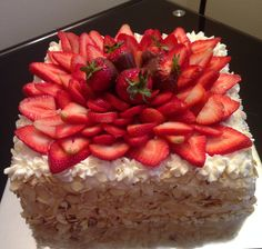 Strawberry with almonds tres leches cakes!
