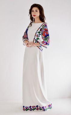 Дизайнерська сукня з вишивкою гладь,бавовняними нитками. Оригінальний шедевр від Оксани Полонець. Всі розміри виготовимо під замовлення. Designer embroidered dress from Oksana Polonets. #embroidery#embroidered dress#vishivanka#vyshyvanka#ukrainianstyle#