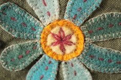 Felt flower from Geninne Wool Embroidery, Embroidery Stitches, Japanese Embroidery, Flower Embroidery, Embroidered Flowers, Felted Wool Crafts, Felt Crafts, Resin Crafts, Felt Flowers