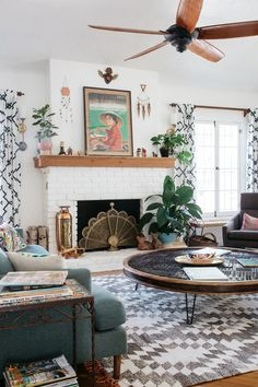 marisa vitale is a photographer specializing in spaces and interiors so it's no surprise that her bohemian home in Venice, California is easy on the eyes.