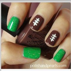 Football season, YAY can't wait! I love this... Instead of green, ill do red and blue! :)