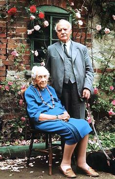 An aging Agatha Christie with her second husband, the much younger archeologist Max Mallowen, married 1930 (her death) and with her first husband Archie Christie, married 1914 - divorced Agatha Christie's Marple, Agatha Christie's Poirot, Hercule Poirot, Margaret Rutherford, Cozy Mysteries, Murder Mysteries, Teen Party Games, Crime, Miss Marple