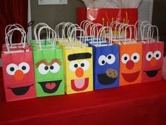 We love these Sesame Street giftbags for your next kiddie soiree. http://www.ivillage.com/best-diy-kids-birthday-party-favor-ideas/6-a-515641#