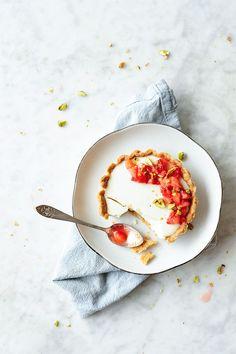 serving dumplings | Strawberry tartelettes with yoghurt panna cotta