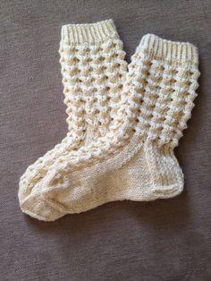 Crochet Socks, Knitting Socks, Hand Knitting, Knitted Hats, Knit Crochet, Mitten Gloves, Mittens, Knitting Patterns, Crochet Patterns