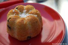 Muffins aux pépites de chocolat et noix de coco dans le moule petites charlottes…
