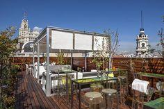 Disfrutemos del mes de agosto en Madrid como podamos… para ello seleccionamos las mejoresterrazas de la capital, desde ellas la vida se ve de otra manera. En Madrid no hay playa, pero sí terrazas y 'la buena vida' está presente.