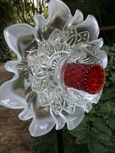 Best Glass Totems Garden Art Ideas For Beautiful Garden Pictures) 1034 - Glass yard art - Glass Garden Flowers, Glass Plate Flowers, Glass Garden Art, Flower Plates, Outdoor Crafts, Outdoor Art, Indoor Outdoor, Garden Crafts, Garden Projects
