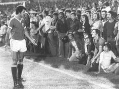 1976/77 - Sporting-Benfica, 3-0. UMA ENCHENTE INESQUECÍVEL.O dérbi surgiu na primeira jornada do cam... - Jornal Record