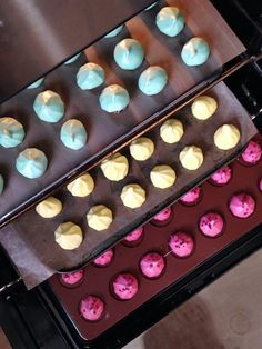 Meringue Kisses: Move Over Macarons And Cupcakes Best Dessert Recipes, Cupcake Recipes, Delicious Desserts, Dessert Ideas, Vegan Recipes, Homemade Sweets, Homemade Candies, Mini Pavlova, Cream Puff Recipe