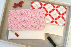 Easy Foldover Clutch Tutorial | Go girly with this vintage inspired bag that Grace Kelly would be jealous of!