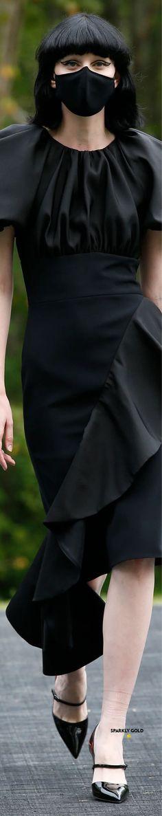 Christian Siriano Spring 2021 RTW #SparklyGold ❀ Christian Siriano, Peplum Dress, Fashion Accessories, Gold, Black, Dresses, Vestidos, Black People, Peplum Dresses