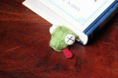 felted frog Das etwas andere Lesezeichen. Von schwerem Lesestoff erdrückte Frosch. Sorgt nicht nur beim Lesen für Spaß.
