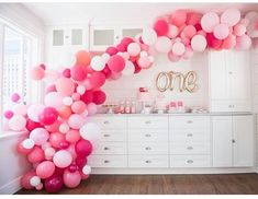 The sweetest first birthday decor ever!  Pinks & our gorgeous One Script Balloon! Shop via our online store x⁣ .⁣ .⁣ .⁣ .⁣ .⁣ #onescript #firstbirthday #partyshop #partydecor #afterpay #events #styling #style #party #celebrate #pink #gold #babygirl #afterpay #diy #parties #motherhood #babyshower #instatoddler #magicofchildhood #diy #balloons #littlebooteekau...