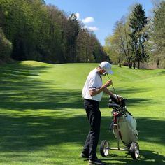 Golf ist ein faszinierender Sport – das wissen alle, die es einmal ernsthaft ausprobiert haben. 🏌️♂️Die Faszination geht unter anderem von den praktisch unendlich unterschiedlichen Spielsituationen aus, die beim Golfspiel am KGC Dellach besonders schön zu meistern sind. ⛳️ Foto: Jutta Kleinberger  #Golfplatz #kgc #Dellach #Wörthersee #golf #sport #golfing #golfcourse #golflife #golfer #kgcdellach #Golfclub Golf Sport, Golfer, Lawn Mower, Outdoor Power Equipment, Training, Instagram, Infinite, Knowledge, Nice Asses