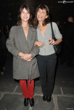 Charlotte Gainsbourg and her sister Kate Barry in Paris on 25 September Charlotte Gainsbourg, Serge Gainsbourg, Gainsbourg Birkin, Style Jane Birkin, Lou Douillon, Kate Barry, Louise Brooks, English Actresses, Brigitte Bardot