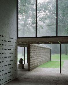 Sonsbeek Pavilion (Rietveld Pavilion) at the Kröller-Müller Sculpture Garden, Arnhem. Architecture by Gerrit Rietveld, 1954-1955. Photograph by Kim Zwarts.