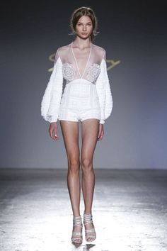 Genny Ready To Wear Spring Summer 2017 Milan - Mode Trends Haute Couture Style, Couture Mode, Couture Fashion, Runway Fashion, Fashion Trends, Latest Fashion, Fashion Week Paris, Live Fashion, Fashion Show