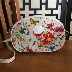 Gucci Flora Vintage crossbody This bag is in beautiful vintage condition. White leather strap is completely removable and can be a clutch. Interior is clean and is not peeling or flaking. There is one pen mark. Outside is very clean but there is one very minor light stain on the front. This floral design is a classic! Gucci Bags Crossbody Bags