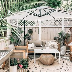 Outdoor patio ideas, ideas for small spaces, neutral wood outdoor furniture, lay… – outdoor Rugs patio Patio Rugs, Outdoor Rugs, Outdoor Spaces, Outdoor Living, Outdoor Wood Furniture, Patio Furniture Sets, Outdoor Furniture Small Space, Furniture Ideas, Back Patio