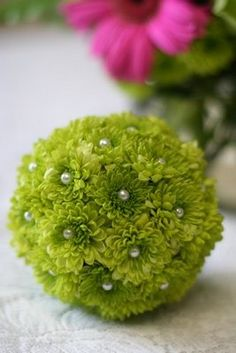 The pearl pins pushed in the middle of the natural green flowers add just the touch of eloquence to the bouquet to bring it up to wedding level. Deco Floral, Arte Floral, Floral Design, Wedding Bouquets, Wedding Flowers, Flower Ball, Flower Center, Green Flowers, Silk Flowers