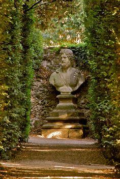 From the Boboli Garden, around Palazzo Pitti, in Florence by Hilde Kari. Garden Urns, Garden Statues, Grey Gardens, Outdoor Gardens, Formal Gardens, Stone Sculpture, Garden Sculpture, Palacio Pitti, Parks
