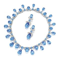 18 KARAT WHITE GOLD, BLUE TOPAZ AND DIAMOND NECKLACE AND EARCLIPS.