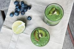 Need a little boost of energy? Start your morning strong and get your daily greens in with Kiwi Punch! Your immune system will thank you for it because this smoothie is loaded with Vitamin C, thanks to a powerful combination of kale, kiw. Beet Smoothie, Raspberry Smoothie, Smoothies, Heart Beet, Magic Bullet Recipes, Nice Cream, Punch Recipes, Nutribullet, Calorie Diet