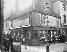 Reading 1900 Corner of Broad Street and Chain Street (in this bookshop was the Post Office!)