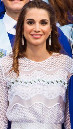 ♔♛Queen Rania of Jordan♔♛. Royal Fashion, Style Fashion, Semi Formal Attire, Beauty Tips, Beauty Hacks, King Abdullah, Queen Rania, Her Majesty The Queen, Royal Style
