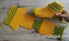 Amazing Knitting: Two Needle Socks Knit Pattern, Diy Abschnitt, Knit Slippers Free Pattern, Knitted Slippers, Crochet Slippers, Knit Crochet, Easy Knitting, Knitting Socks, Knitting Needles, Knit Socks, Knitting Wool