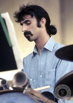 Zappa Frank Vincent, Frank Zappa, Music Photo, Jim Morrison, Weird World, Jimi Hendrix, Playing Guitar, Music Artists, Rock N Roll