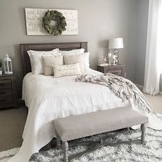 Hello loves! Kristie @kristieh14 and her beautiful bedding with those comfy layered pillows are my pick for this weeks #SaturdayPillowPosts!