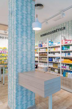 #pharmacy #farmacia #design #interiordesign #diseño #reforma #iluminacion #mobiliario #details #detalles #farmaciasunicas #farmaciasbonitas #farmaciasmodernas Interiores Design, Pharmacy, Houses