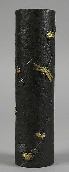 Japanese__IRON Hanging Vase with Ivy and Dragonflies Period: Meiji period Date: second half of the century Culture: Japan Medium: Iron inlaid with silver, gold and copper Japanese Porcelain, Japanese Ceramics, Era Meiji, Ikebana, Hanging Vases, Dragonfly Art, Art Japonais, Objet D'art, Sculpture