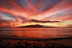 You'll have plenty of chances to take gorgeous photos while in Maui, Hawaii. Here are some tried-and-true tips for getting that perfect Maui sunset shot. [Photo: Jonathan Sherwin]
