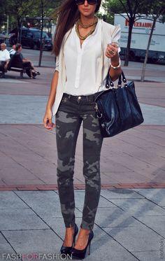 OFS STYLING TIPS: To make them look stylish wear them with feminine pieces like heels, an a sheer / silk top, golden accessories or with a pretty chic bag or clutch. / para lucirlos de una manera mas estilizada usalos con prendas femeninas como tacones, una camsa transparente o de seda, accesorios dorados o un bolso o cartera de sobre. http://ourfavoritestyle.com http://facebook.com/ourfavstyle