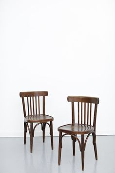 Old wooden chairs. From a bar a café a restaurant - or from  sc 1 st  Pinterest & 265 best old wooden chairs images on Pinterest   Wood chairs Wooden ...