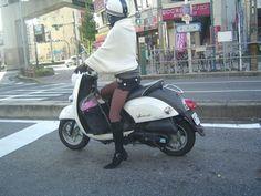 バイクに乗った女性ライダー - 武田建築設計室の昨日今日明日