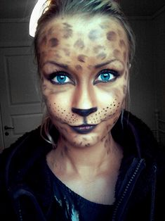 Cute Leopard Makeup/mask for Halloween! Tempting for Halloween Unique Halloween Makeup, Looks Halloween, Halloween Masks, Fall Halloween, Leopard Halloween, Halloween Halloween, Vintage Halloween, Leopard Makeup, Makeup Looks
