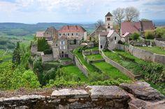 Château-Chalon : Les plus beaux villages perchés de France - Linternaute.com Week-end