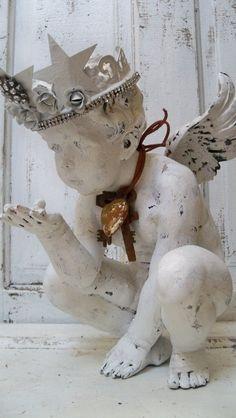 Detailed Cherub statue adorned with handmade di AnitaSperoDesign