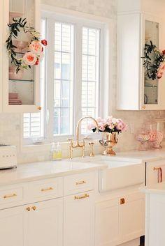 Pink Kitchen Ideas That Will Inspire You To Design- 2020 coloredbikinis. com Small Kitchen Remodel coloredbikinis Design Ideas Inspire Kitchen pink Shabby Chic Kitchen, Home Decor Kitchen, Interior Design Kitchen, New Kitchen, Home Kitchens, Kitchen Ideas, Kitchen Counters, Kitchen Designs, 10x10 Kitchen