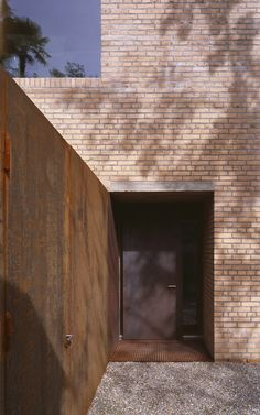 Wespi de Meuron Romeo architects, Hannes Henz · House in Morcote Brick Architecture, Residential Architecture, Contemporary Architecture, Interior Architecture, Modern Entrance, Brick Building, Brick And Stone, Stone Houses, Brickwork