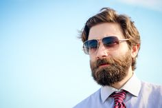 How to grow a beard for the first time? Beard growth stages and tips for growing a beard thicker and faster. Understanding the beard growth timeline Beard Growth Stages, Best Beard Balm, Bart Styles, Dockers, Bald With Beard, Bald Spot, Short Beard, Thick Beard, Bald Heads