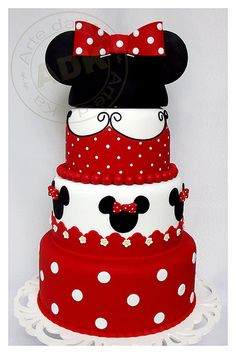 Hmmm, would match Lily's outfit for her party.  Need to incorporate some pink here and there somehow! Minnie Mouse Cake