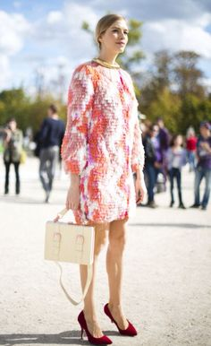 Elena Perminova at Paris fashion week in September hitting her style tenets of 'fluffy' and 'bright' in the Tuileries at the Paris sho. Star Fashion, Fashion Photo, Girl Fashion, Womens Fashion, Paris Fashion, Street Chic, Street Style, Jamie King, Her Style